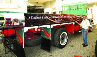 A Cardiesel (MB de BH) valorizou o esforço preservacionista de Chico Lopes, fixando faixas alusivas nas laterais da Mercedinha 1957