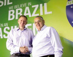 Andreas Renschler, CEO mundial da Volks, e Roberto Cortes, presidente da MAN Latin America: trabalhando pela recuperação do mercado de caminhões