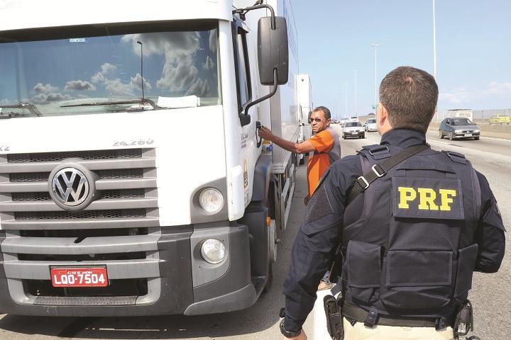 policia e a greve dos caminhoneiros